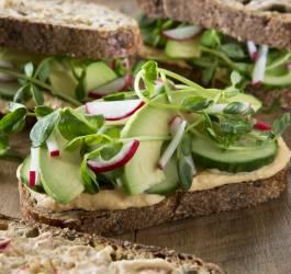 Recette d'houmous et toast avocado