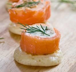 recette noël médaillon saumon épices salade mâche roquette
