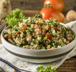 Recette de salade boulgour, pois chiches et légumes