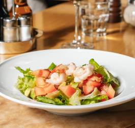 Salade crevettes, ananas & avocat