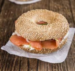 Recette de sandwich saumon fumé, fêta et betterave